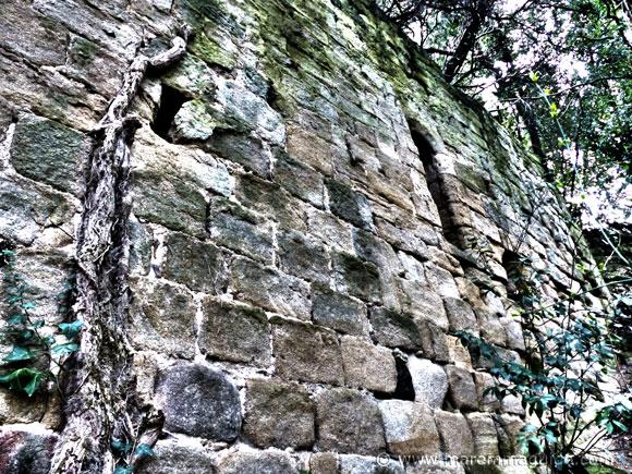 Abbazia di San Salvatore di Giugnano: eastern wall section.