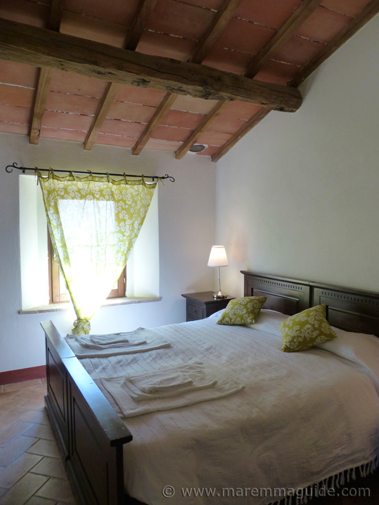 Tuscany holiday apartment for sale: double bedroom.