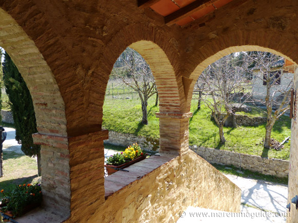Renovated Tuscany farmhouse apartments for sale.