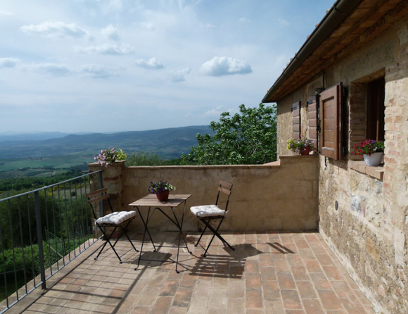 Apartment for sale in Tuscany with a view and private terrace.