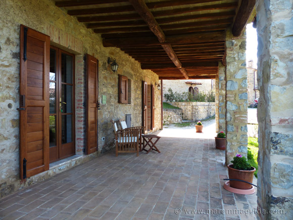 Ground floor countryside apartment for sale in Tuscany Italy.