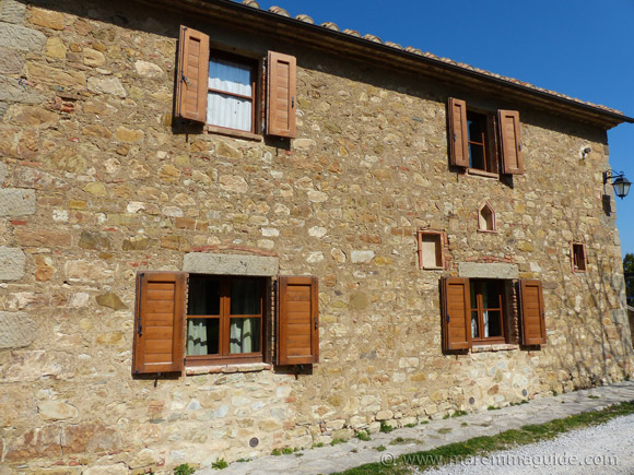 Restored farmhouse for sale in Tuscany.