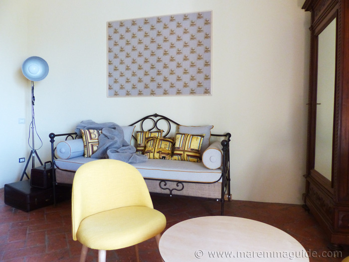 Apartment Tuscany Italy: day room and studio.