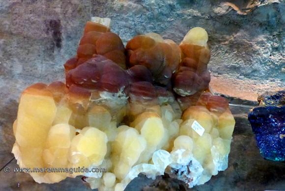 Mammillary calcite crystals - Calcite Mamellonare