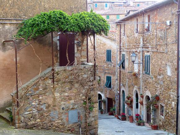 Campiglia Marittima houses and street