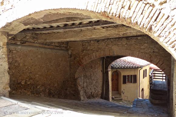 Campiglia Marittima Tuscany: Via degli Scudi looking down