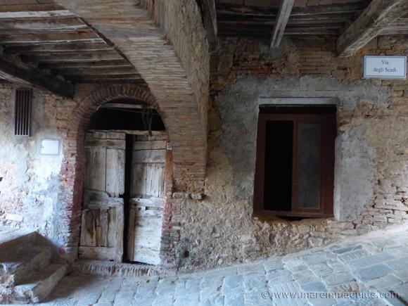 Campiglia Marittima Tuscany: ancient wooden door in Via degli Scudi