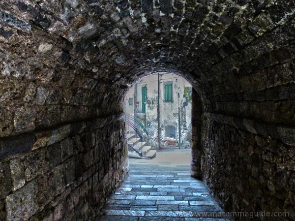 Via Arco Santo Capalbio.