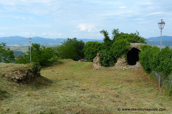 Buriano castle Tuscany: inner courtyard