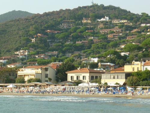 Castiglione della Pescaia beach: the towns central beach