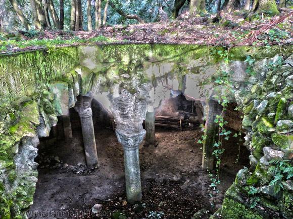 Cripta di Giugnano: the hidden underground crypt of the Abbazia di San Salvatore di Giugnano in Maremma Tuscany