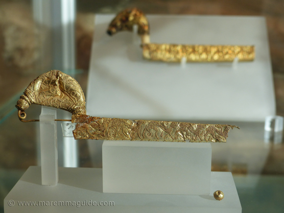 Etruscan gold jewellery at Vetulonia: two gold fibula's.