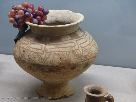 Etruscan vases pottery