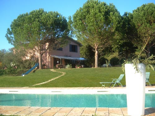 Farmhouse accommodation in Tuscany with swimming pool