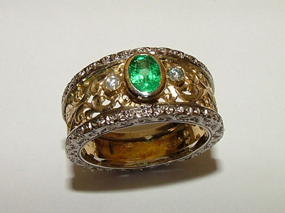 Italian Gold Rings: Florentine Emerald and Gold Ring