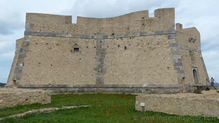 Forte Stella: view of the inner curtain walls.
