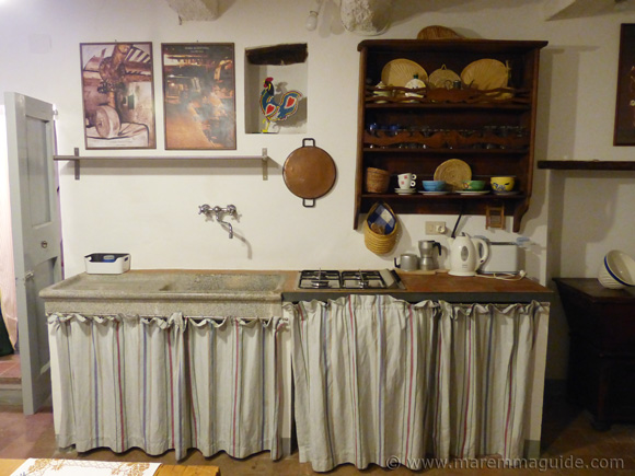 Tuscan kitchen in Campiglia Marittima holiday home.