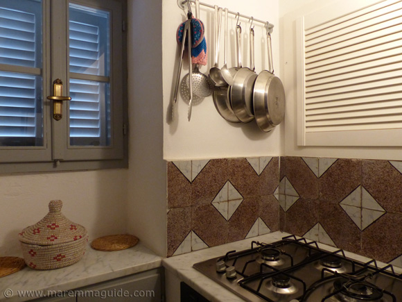 Holiday rental home in Maremma: the kitchen.