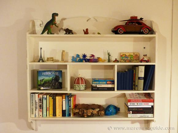 Bookshelf in home in Maremma.