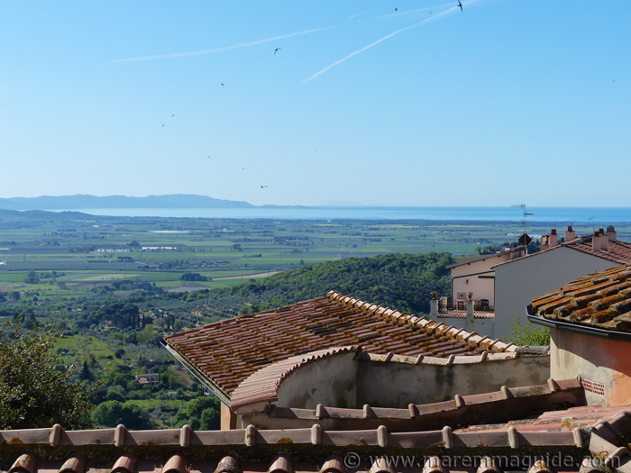 Accommodation Campiglia Marittima: the view to the coast and sea.