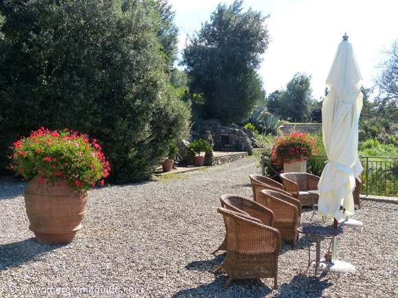Holiday villa in Tuscany garden