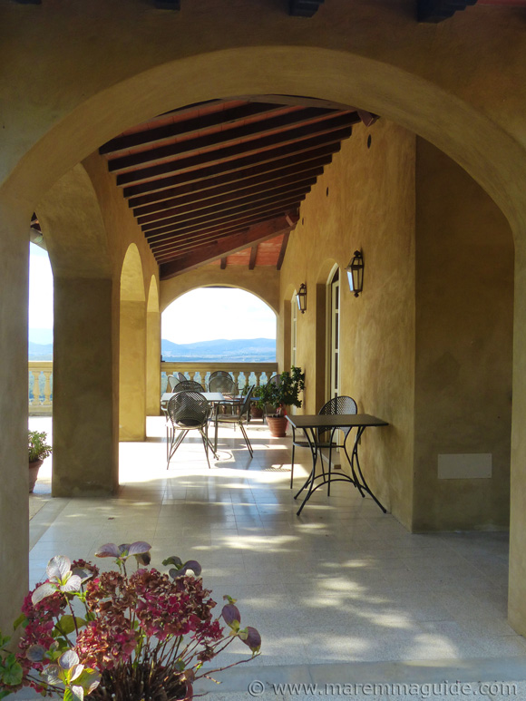 Holiday villa Tuscany: billiard and library terrace with a panoramic view