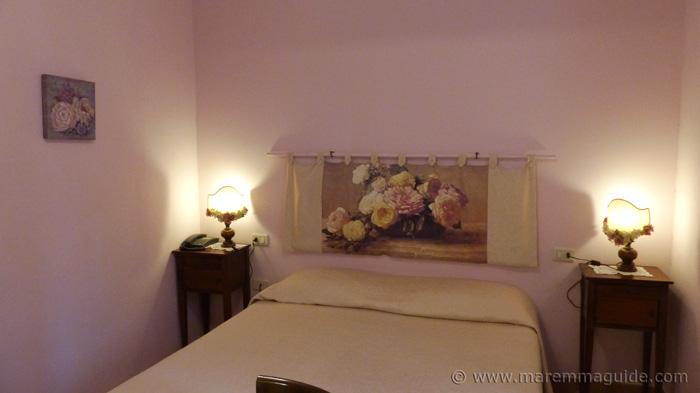 Semproniano hotel bedroom