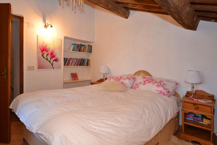 Podere Peroporcino double bedroom.