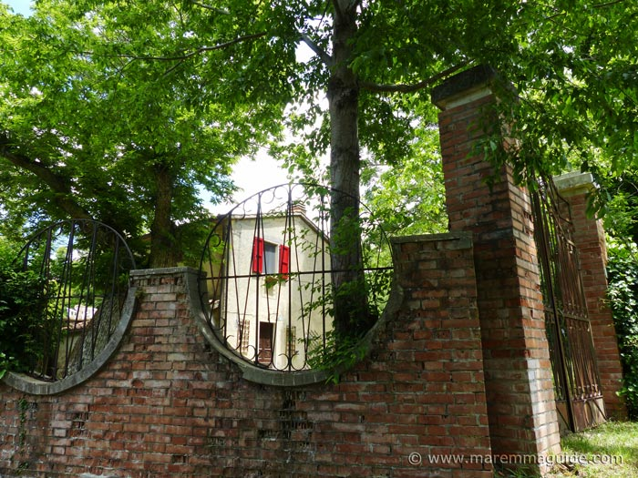 Tuscany house for sale with walled private garden and land