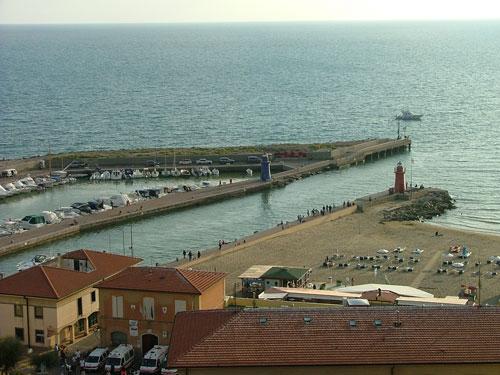 Il Faro Castiglione della Pescaia surf location, Maremma Tuscany Italy