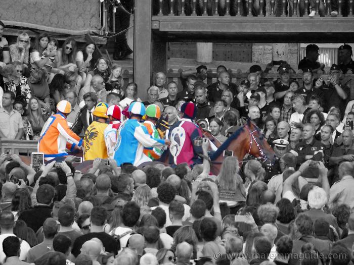 Palio di Siena: la mossa start of the race.