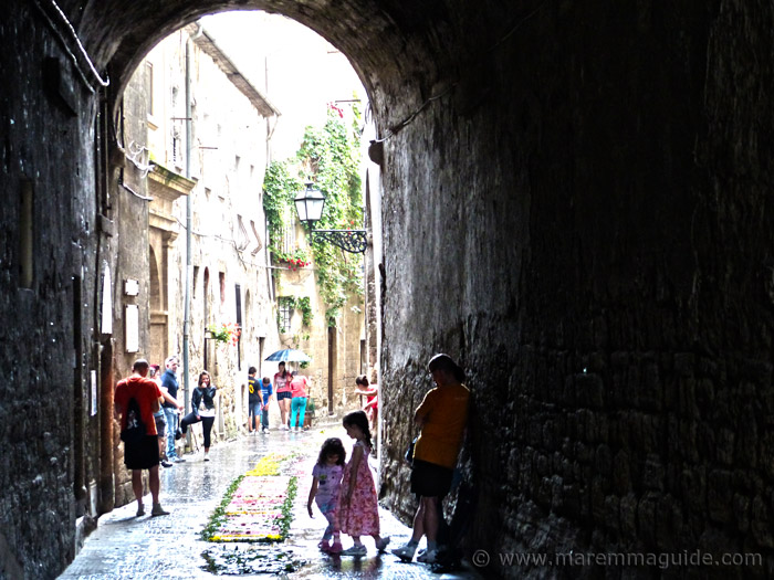 Pitigliano Tuscany: sheltering from the rain during the Infiorata.
