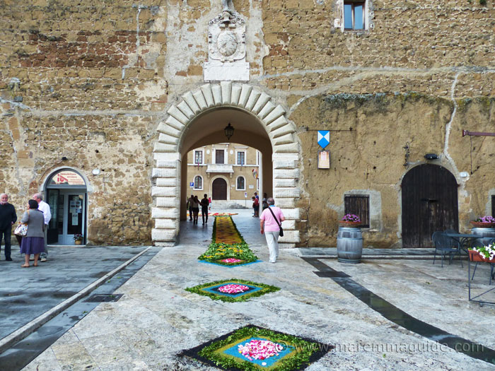 Entrance to Pitigliano.