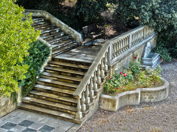 Italian villa in Tuscany garden