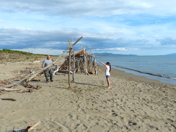 Family fun building a driftwood beach house in Maremma.