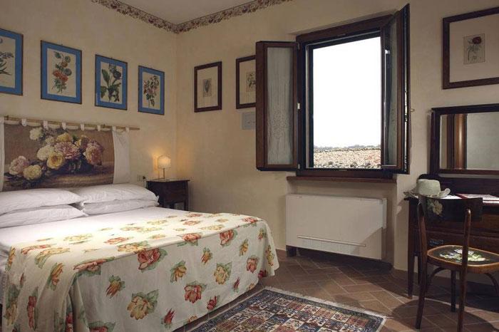 Semproniano Locanda la Pieve double en-suite bedroom