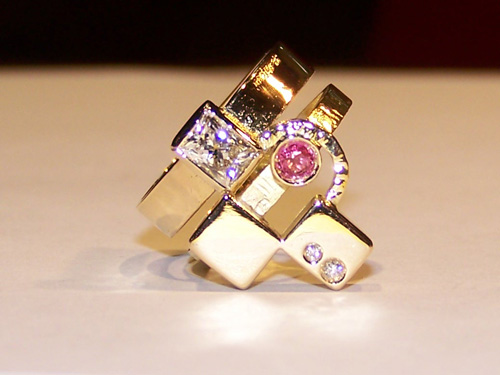 A stunning gold and gemstone ring from Goldsmith Jewellers Lorenzo Mattafirri, Massa Marittima, Maremma