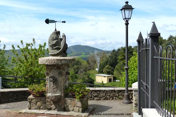 Lustignano fontana sculpture by Fabio Batini