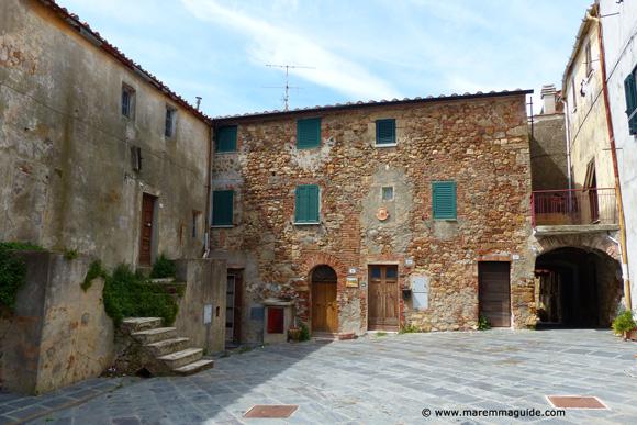 Historic centre of Lustignano in Tuscany