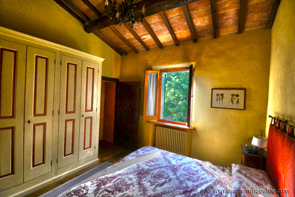 Traditional Tuscan country bedroom