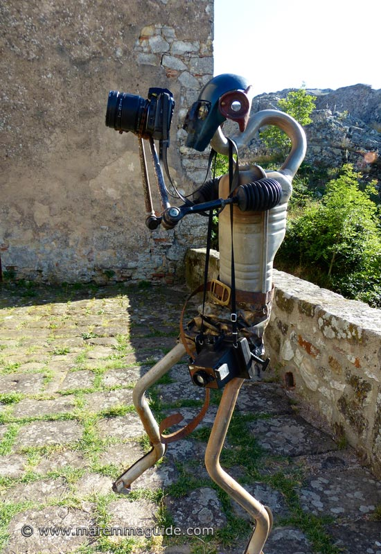 Handmade recycled metal art sculpture in Roccatederighi Grosseto Italy