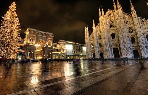 Milan Italy pictures: Piazza Duomo at night in the rain