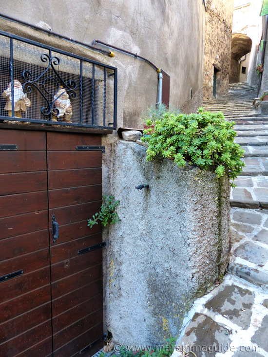 Front door with knomes in Tuscany