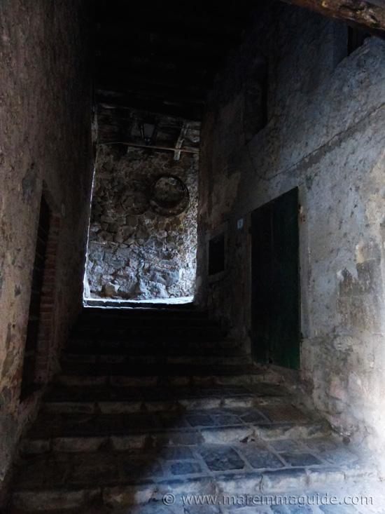 dark medieval alleyway in Montelaterone
