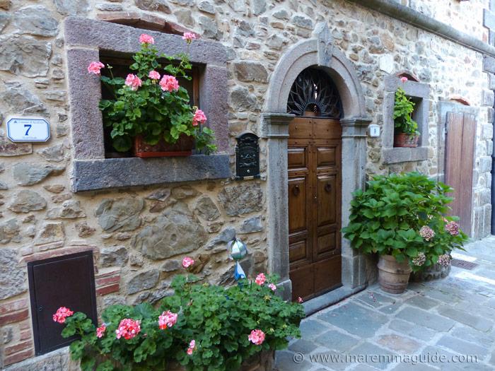 Front door in bllom in Montelaterone