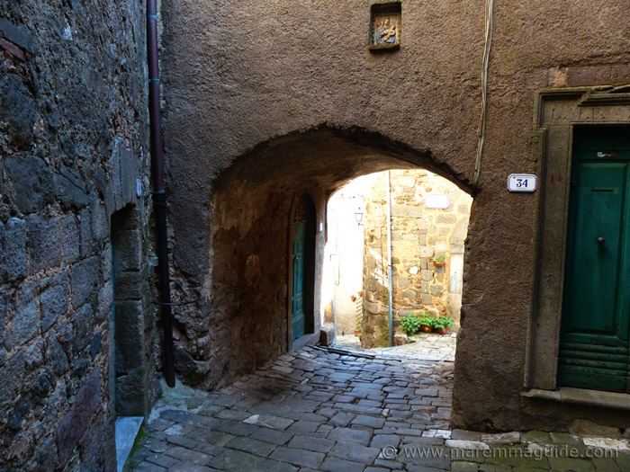 Street behind thechurch in Montelaterone.
