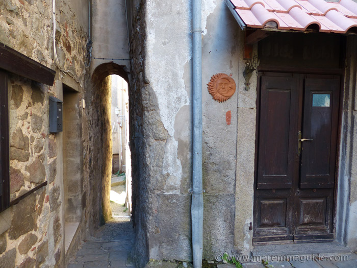 Narrow medieval alleyway in Montelaterone