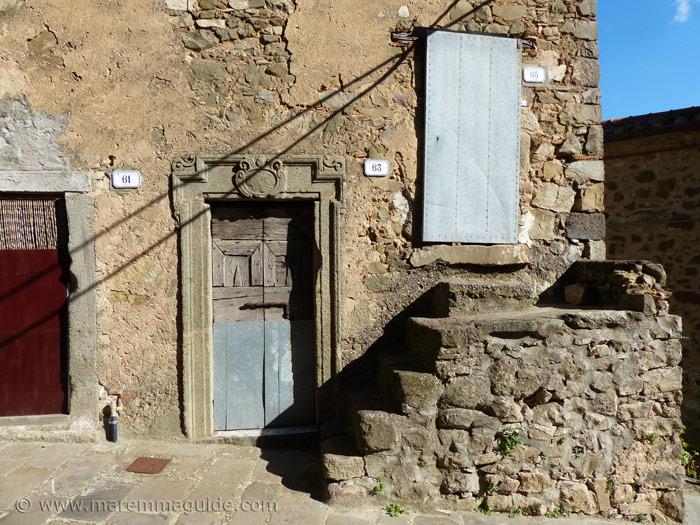 Three doors in Vial della Porta