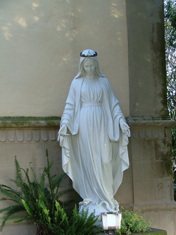 Virgin Mary statue outside the Chiesa di sant'Andrea, Montemassi, Roccastrada, Maremma