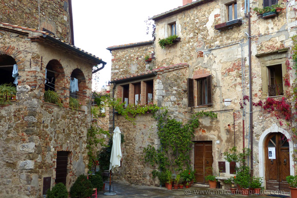 Montemerano Italy  city photos gallery : Montemerano Italy: A Tale of Two Holes in Maremma!